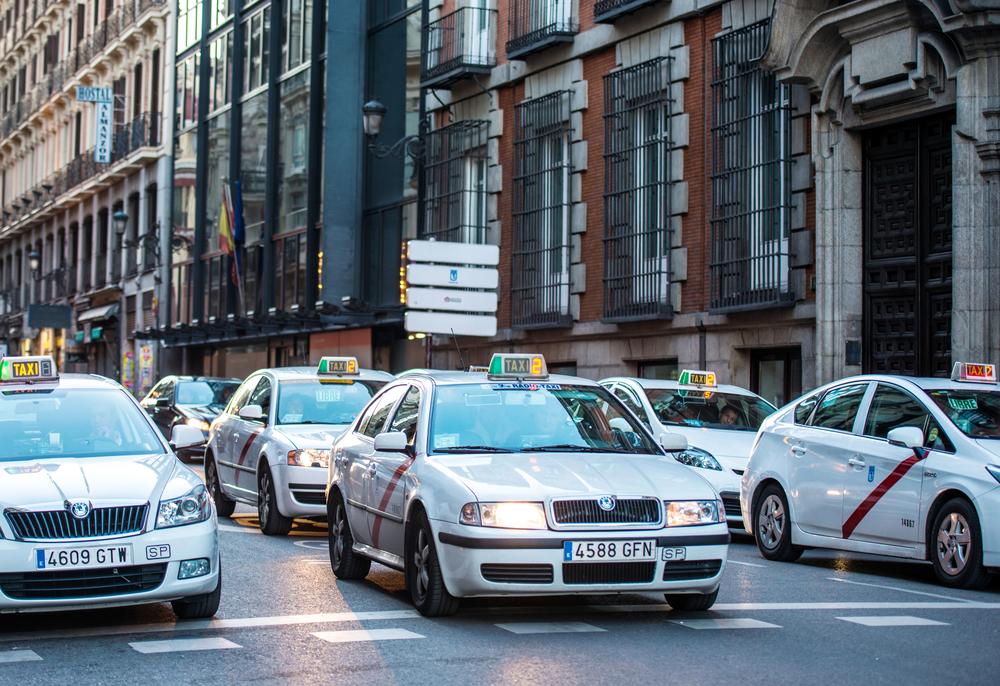 Los taxistas de Granada necesitan la ESO para ejercer su profesión