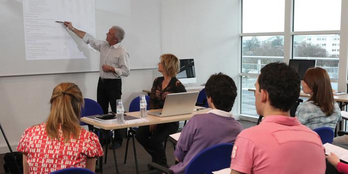 INAV y COPOE colaborarán para conseguir que miles de jóvenes sin la ESO obtengan el título vía online