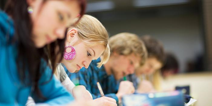 Más de 90.000 personas se matricularon en la ESO para adultos durante la crisis