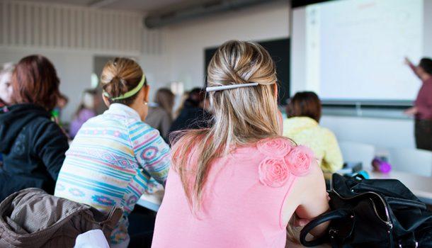 El 39,2% de los alumnos con un bajo nivel económico logran buenos resultados académicos frente al 29,2% de la OCDE