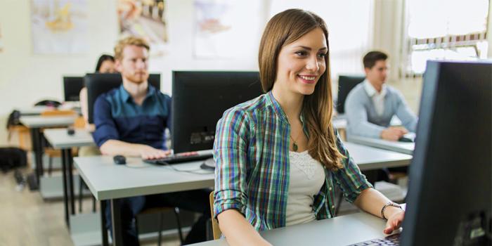 Educación promoverá la formación profesional  en el sector de la telefonía en Valencia